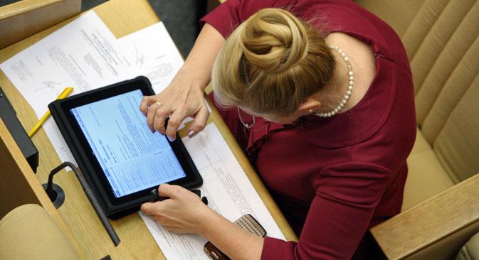 L'application Doumasoft, qui a été lancé comme appareil de la Douma d'Etat pour le travail des députés, peut exclusivement être téléchargée sur iPhone et iPad. Crédit : Kommersant