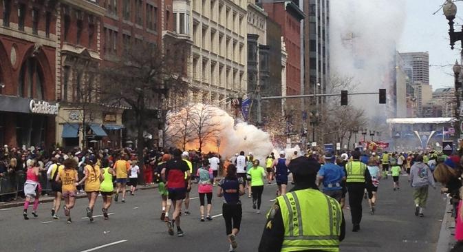 Il y avait beaucoup de spectateurs près de la ligne d'arrivée, où les explosions se sont produites. Crédit : Reuters / Dan Lampariello