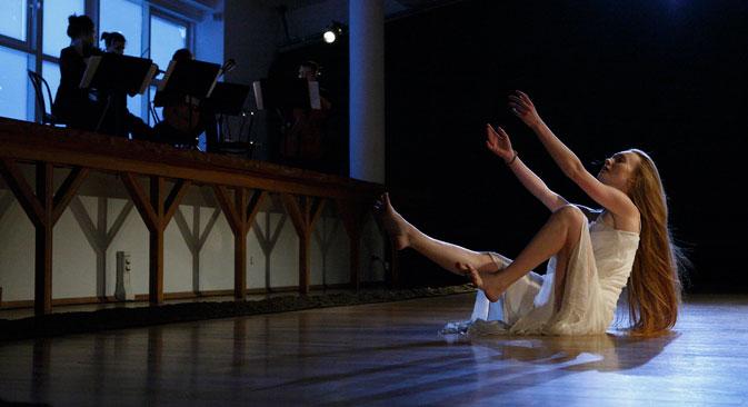Alina Tchernobrovkina interprète Laodamie. Crédit : Natalia Tcheban