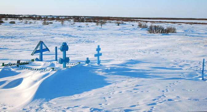Un cimetière sans un seul foyer, c'est tout ce qui reste à Poustozersk. Crédit : Semion Kvacha