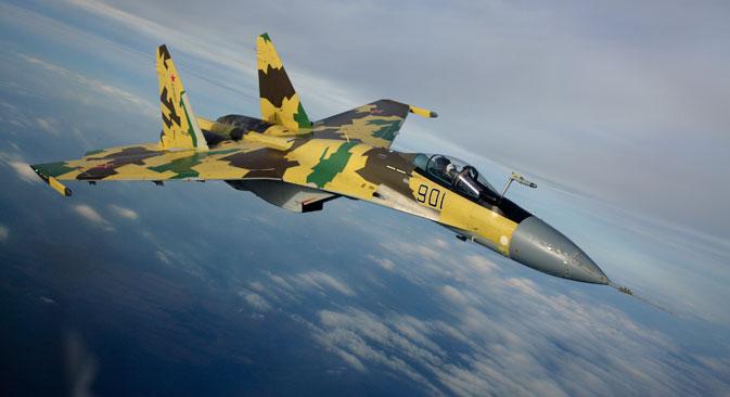 Le Sukhoï Su-35 (ou Flanker Plus, selon la classification de l'Otan) est un chasseur polyvalent de haute manœuvrabilité de génération 4++. Source : sukhoi.org