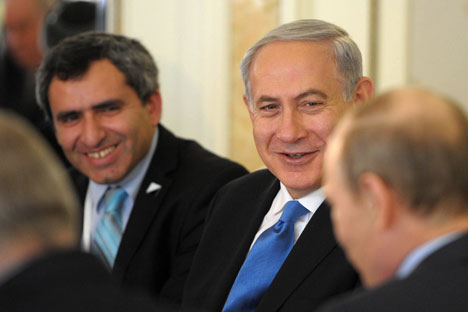 V. Poutine (de dos) et B. Netanyahu à Sotchi. Crédit photo : Photoshot/Vostock-photo