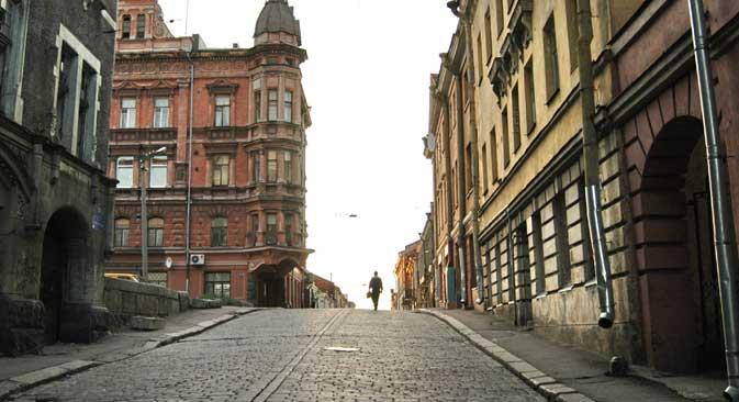 Depuis un demi-siècle, Vyborg s'autodétruit : les maisons anciennes se dégradent sans restauration ni réparation. Crédit : PhotoXPress