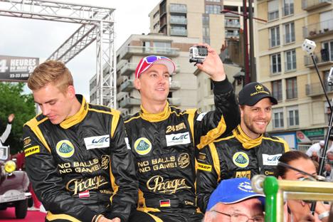 L'équipage russe numéro 26 : le Russe Roman Rusinov, l'Australien John Martin et le Britannique Mike Conway. Crédit : Imago