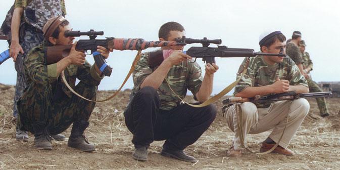 Les bénévoles daguestanais tirent sur des rebelles près de la frontière avec la Tchétchénie. Crédit photo : PhotoXPress