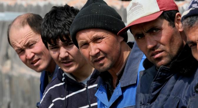 Dans certains cas, des ouvriers étrangers seraient décédés alors qu'ils étaient enfermés dans les usines ou les logements fournis par leur employeur. Crédit : Vitali Ankov/RIA Novosti
