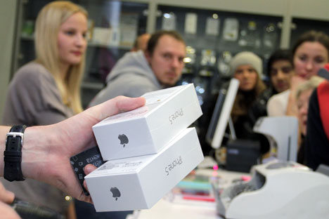 A ce jour, Apple n'a signé un accord de distribution des iPhone qu'avec le réseau de ventes au détail russe Svyaznoy.Crédit photo : RIA Novosti
