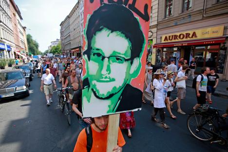 Toutes ces images ont été créées à partir de photographies de Snowden largement diffusées dans les médias et sur internet. Crédit : Reuters