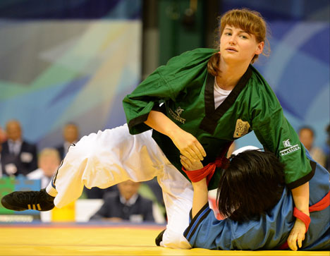 """Atleta russa Serafima Safónova conquistou o ouro no """"belt wrestling"""" Foto: RIA Nóvosti"""