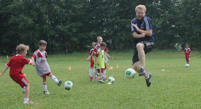 Par principe l'on ne donne pas de consignes aux joueurs : les enfants ne doivent pas avoir peur de prendre l'initiative. Crédit photo : Vitali Belousov / RIA Novosti