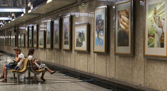 Située dans la station du métro de Moscou Vystavotchnaïa, dans le quartier d'affaires Moskva-City, la galerie de photographie Métro peut rivaliser avec les salles d'expositions les plus fréquentées de la capitale russe. Crédit : Itar-Tass
