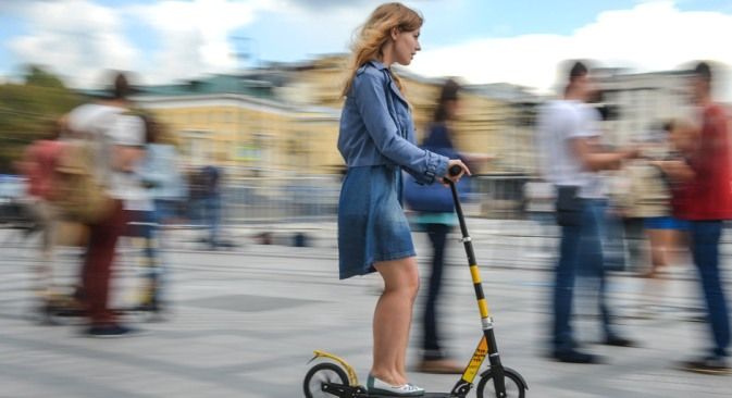 A network of kick scooter rental stations opens in Moscow.