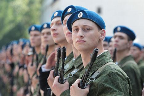 Según fuentes de Kommersant en la administración militar, con la llegada de Serguéi Shoigú, el Ministerio de Defensa ha fijado su rumbo hacia el reforzamiento del patriotismo. Fuente: PhotoXPress.