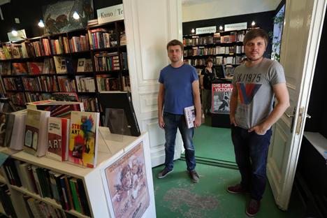 Mikhaïl Maltsev (à g.) et Denis Korneevski (à dr.), les fondateurs de la librairie Piotrovski. Crédit : Kommersant