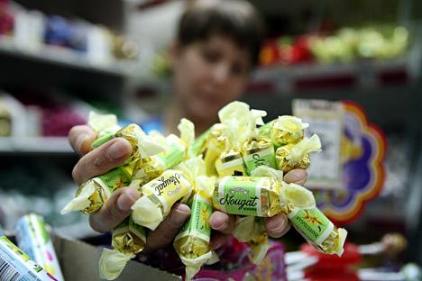 Fin juillet, le Service Fédéral de supervision de la protection des droits des consommateurs et de la santé humaine a interdit l'importation en Russie des produits Roshen, l'un des principaux fabricants ukrainiens de confiserie. Crédit : Itar-Tass