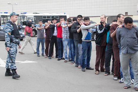 Le 30 juillet, les policiers se sont rendus au marché Tioply Stan. Crédit : Itar-Tass