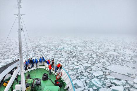 """Das Bildungsprojekt """"Schwimmende Arktische Universität"""" ermöglicht es jungen Wissenschaftlern, die Arktis zu erforschen. Foto: Pressebild"""
