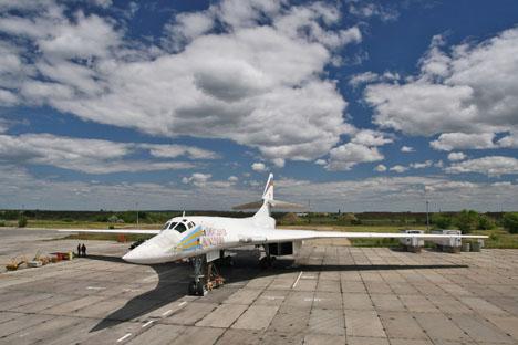 Pour l'instant, la Russie ne possède qu'un seul avion supersonique à une autonomie dépassant 10.000 kilomètres, et c'est le bombardier Tu-160. Crédit : Itar-Tass