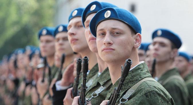 D'après certaines sources de Kommersant au sein de l'administration militaire, avec l'arrivée de Sergueï Choïgou, le ministère de la Défense a fixé le cap en direction d'un renforcement de la composante patriotique. Crédit Photo : PhotoXPress
