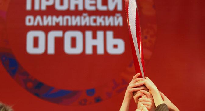 La torche des Olympiades de Sotchi a été conçue de manière a combiner les traditions et l'innovation. Crédit : Itar-Tass