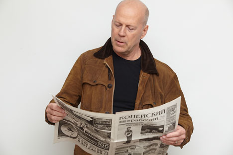 Bruce Willis lit L'Ouvrier de Kopeïsk. Source : service de presse