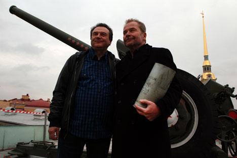 Le président du Festival Alexeï Outchitel (à g.) accueille le réalisateur de documentaires autrichien Ulrich Seidl. Source : service de presse
