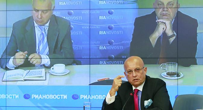 Sergueï Karaganov, politologue et l'un des fondateurs du club, a ouvert la première session en soulevant des questions cruciales pour le devenir du pays. Crédit : Alexandre Natruskine/RIA Novosti