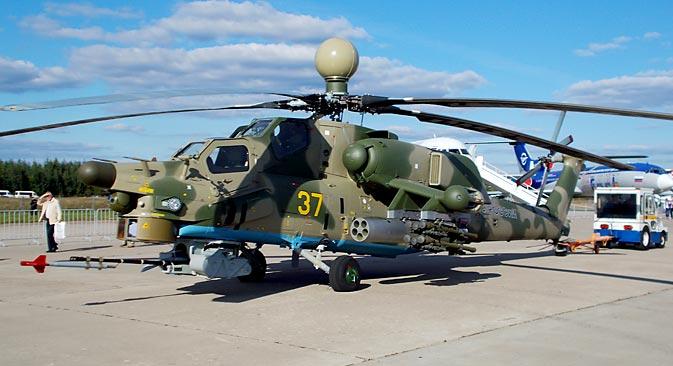 """Die wesentliche Besonderheit des Mi-28N (""""Havoc"""")  besteht darin, dass das Sende- und Empfangsmodul der Station über den Rotorblättern des Hubschraubers montiert wird. Foto: Boris Jegorow"""