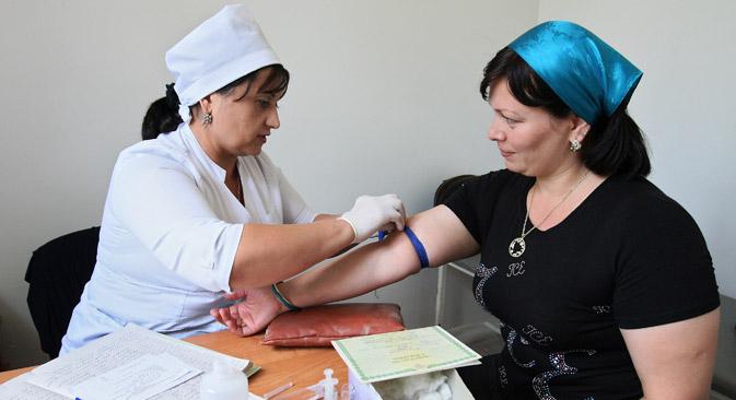 En tant que spécialiste expérimentée avec 30 ans de service en hôpital, Elvira reçoit tout juste 300 euros par mois. Crédit : Said Tsarnaev/RIA Novosti