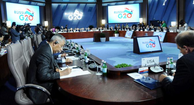 Au nombre des innovations de la présidence russe, M. Poutine a inclus la rencontre conjointe entre les ministres des finances et du travail du G20. C'est la première fois que les fonctionnaires de différents pays travailleront de cette manière. Crédit : Reuters/Vostock Photo