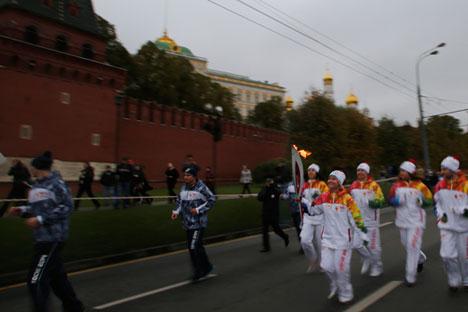 De Moscou a Sôtchi, tocha olímpica percorrerá mais que 65 mil quilômetros Foto: AP