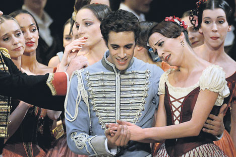 Les danseurs français Mathias Heymann et Ludmila Pagliero dans le ballet Paquita. Crédit photo : AFP / EastNews