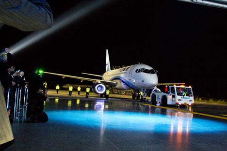 Pendant des décennies, Soukhoï a été connu à travers le monde pour ses avions militaires de premier plan, mais le Superjet a été la première tentative de proposer un avion civil capable de rivaliser avec les meilleurs de la planète. Source : service de presse