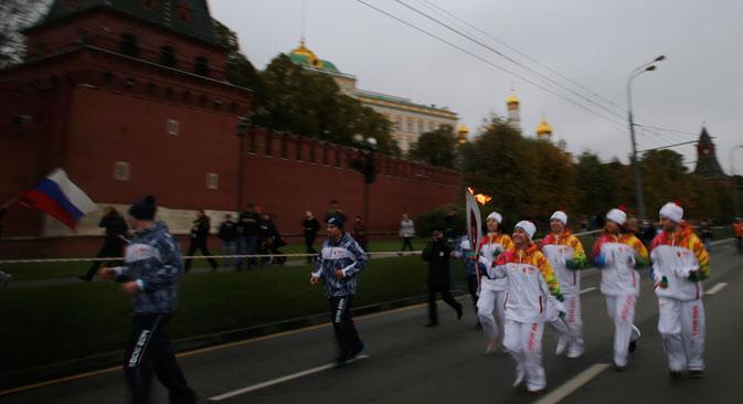 Le relais, lancé le 7 octobre à Moscou, est le plus important relais national de toute l'histoire de la flamme olympique. Crédit : AP