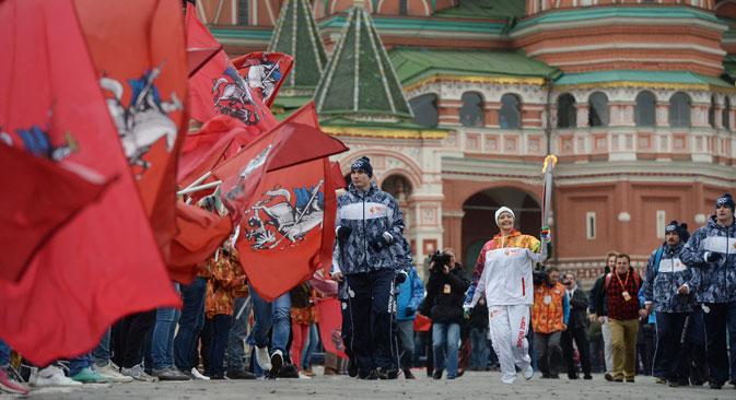 Le relais officiel de la flamme olympique est parti du pied du Kremlin (du Vassilevski Spousk) le 7 octobre. Crédit : Alexeï Filippov/RIA Novosti