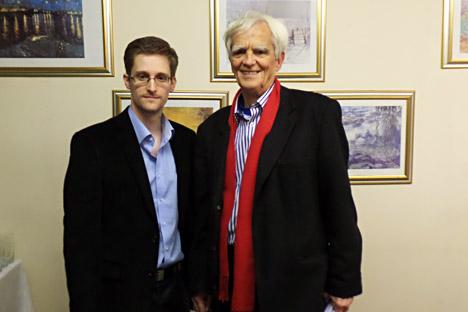 Edward Snowden (à gauche) et le député vert Hans-Christian Strebel. Crédit : AFP/East News