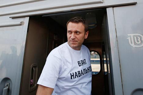 Aleksêi Naválni e seu irmão Oleg foram acusados no processo Yves Rocher em outubro passado Foto: Reuters