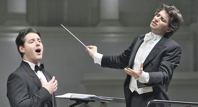 Dmitry Korchak (à gauche) et Daniele Rustioni lors du concert. Crédit : Kommersant