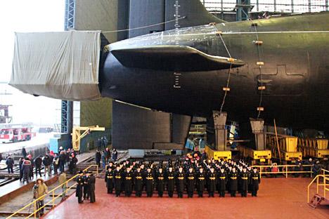 """Le sous-marin nucléaire """"Vladimir Monomakh"""" à l'usine Sevmash, à Severodvinsk. Crédit : A. Petrov / RIA Novosti"""