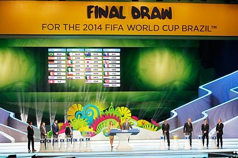La cérémonie était dirigée par le secrétaire général de la FIFA Jérôme Valcke, bras droit de Sepp Blatter. Source : AP