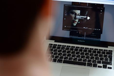 Pour obtenir la suspension d'un site web, il suffirait alors de poster des informations tombant sous le coup de la loi depuis un faux compte crée pour l'occasion. Crédit : Alexandre Kriajev / RIA Novosti