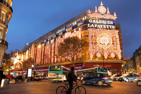 Dans l'esprit de l'acheteur russe, Paris demeure traditionnellement la capitale mondiale de la mode et les Galeries Lafayette – le centre de la mode en France. Crédit : Reuters