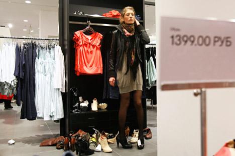 Les Russes préfèrent porter des vêtements « passe-partout ». Crédit : Reuters