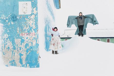 Entre blanc intégral et couleurs nuancées, Evguenia Arbugaeva expose les glaces de son enfance. Crédit : Evgenia Arbugaeva