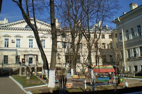 L'argent levé sera reversé à l'hôpital pour enfants Sainte Marie Madeleine de Saint-Pétersbourg (sur la photo). Source : wikimapia.org