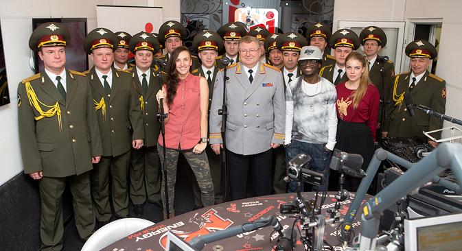 Le Chœur du ministère de l'Intérieur connaît un succès incroyable. Au studio de la radio NRJ. Source : lubyanka13.ru