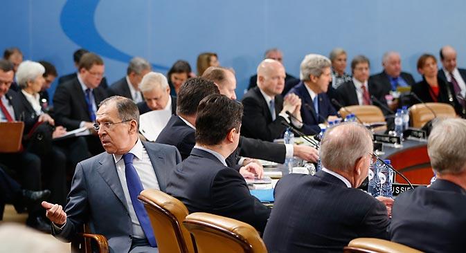 Selon Serguaï Lavrov (à gauche), la Russie ne peut rester indifférente à la situation en Afghanistan après 2014 à cause de sa proximité géographique avec ce pays. Crédit : Reuters