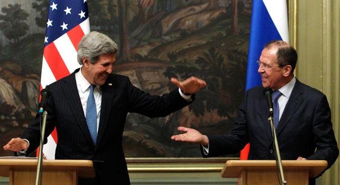 Le Secrétaire d'Etat américain John Kerry (à g.) et le ministre russe des Affaires étrangères Sergueï Lavrov. Crédit : Reuters