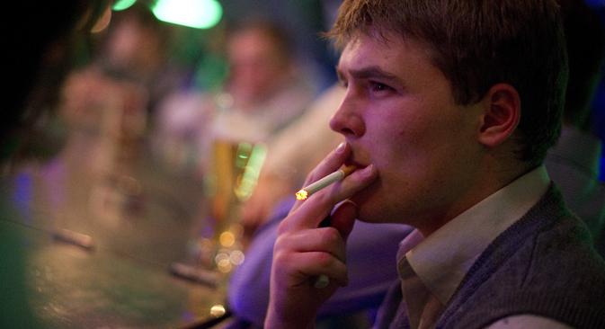 Pour le moment, la loi sur l'interdiction de fumer ne concerne que les écoles, les hôpitaux et les établissements de l'État. Crédit : Itar-Tass