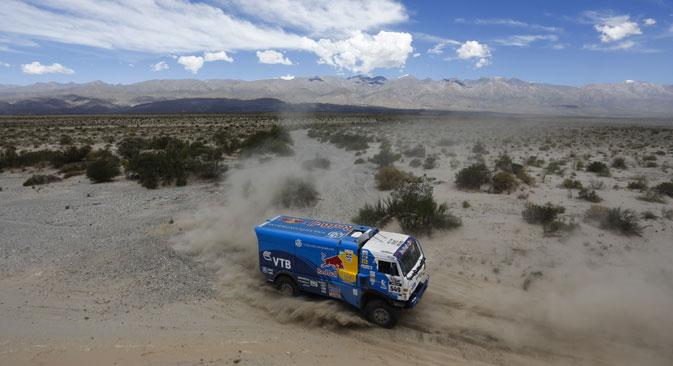 La cinquième étape du Dakar 2014 a été plus fructueuse pour les coureurs russes. Crédit : AP